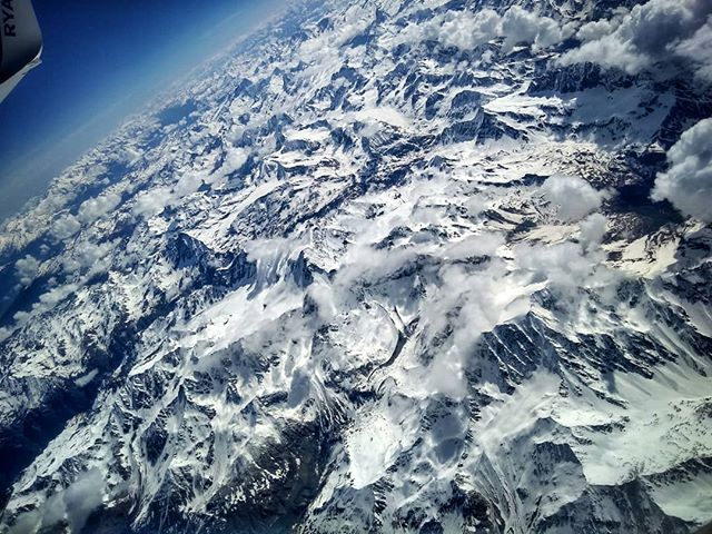 Sky and mountains passion.- 2018 | Gian-Carlo Corba | MonkeyPix.org ThisIsHowISeeTheWorld.com-#Mountain #Mountains #Alps #Snow #France #Sky #SkyPorn #Nature #LandScape #Nature #Torino #Turin #Italy #Italia #MonkeyPix #Fly #Flying
